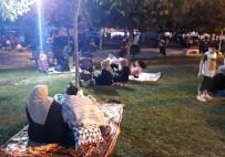 Bahçelievler'de Deprem Sonrası Vatandaşlar Parklara Akın Etti