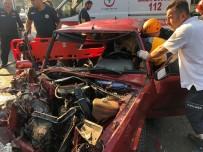 Kazada Can Pazarı Açıklaması 2 İşçi Yola Savruldu, Sürücüsü Araçta Sıkıştı