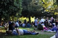 Zeytinburnu'nda Vatandaşlar Parklara Akın Etti