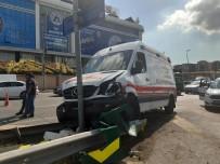 Ambulans İle Otomobil Çarpıştı Açıklaması 2 Yaralı