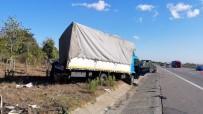 Tel Yüklü Tır Park Halindeki Kamyona Çarptı Açıklaması 1 Yaralı