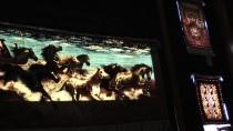 'Altın Parmaklar'ın Dokuduğu İpek Halılara Turist İlgisi