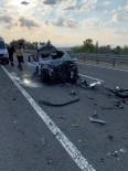 YUNUSLAR - Bolu'da Tıra Arkadan Çarpan Otomobil Hurdaya Döndü Açıklaması 2 Ölü, 1 Yaralı