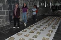 'Çarıklar' Kars'ta Müzeyi Gezenlere Duygulu Anlar Yaşatıyor