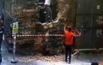 GALATA - Karaköy'de Mimar Sinan Tarafından Yapılan 450 Yıllık Tarihi Çeşmeyi Levyeyle Yıktılar