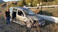 Takla Atan Hafif Ticari Araç Demiryoluna Yuvarlandı Açıklaması 6 Yaralı