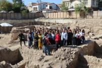 Akhisar'da 'Merkez Çarşı' Canlandırma Projesinde Çalışmalar Devam Ediyor