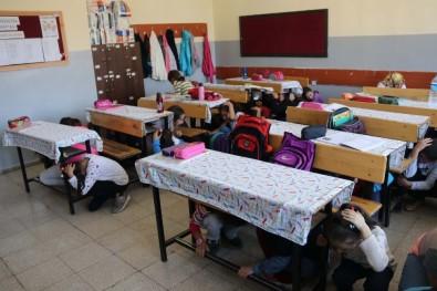Bitlis'te Öğrencilere Deprem Çantası Ve Eğitimi