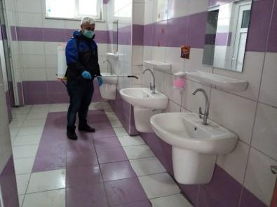 Gemlik Belediyesi Okul Tuvaletlerini İlâçlıyor