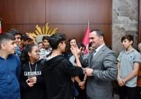 Genç Seyyahlar Beyoğlu'nu Geziyor
