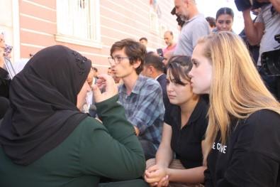 HDP Önündeki Ailelere En Anlamlı Destek
