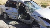 Kırıkkale'de İki Otomobil Çarpıştı Açıklaması 1 Ölü, 10 Yaralı