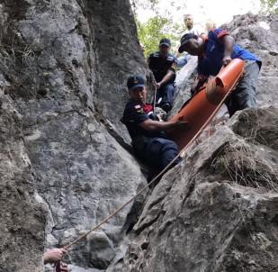 Şelaleden Düşen Turist Ölümden Döndü