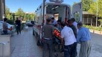 Traktör İle Motosiklet Çarpıştı Açıklaması 2 Yaralı