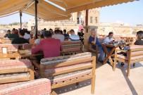 Yoğun Turist Akımı Tarihi Evleri Kafelere Dönüştürdü