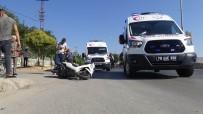 Ani Fren Yapan Motosiklet Devrildi Açıklaması 3 Yaralı