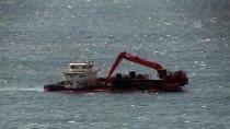 Bozcaada'da Su Alınca Karaya Oturtulan Gemi Yüzdürüldü
