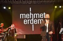 Dursunbey'de Mehmet Erdem Ve Aydilge İzdihamı