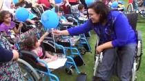 Engelli Gamze Elibol, 72 Engelliye Tekerlekli Sandalye Hediye Etti