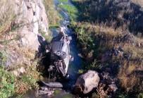 Kars'ta Otomobil Dereye Uçtu Açıklaması 2 Yaralı