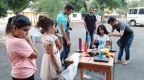 Köy Köy Dolaşıp Kız Çocuklarının Saçlarını Kesiyorlar