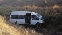 Minibüs Devrildi Açıklaması 2 Yaralı