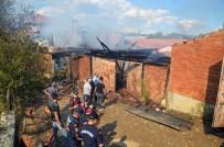 Taşköprü'de Yangın Açıklaması 2 Ev Kül Oldu