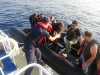KAÇAK GEÇİŞ - İzmir'de 18 Kaçak Göçmen Yakalandı