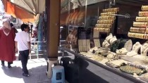 Kuyumcuda Altın Da Ekmek De Satılıyor