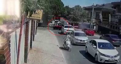 (Özel) Motosikletli Çifte Aniden Dönüş Yapan Otomobil Çarptı