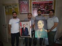 Şehit Ve Gazi Derneğine Atatürk Ve Erdoğan Posteri Hediye Edildi