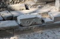 Thyateira Kazılarında Tapınak Ortaya Çıkarıldı