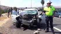 Adıyaman'da Kamyon İle Otomobil Çarpıştı Açıklaması 3 Yaralı