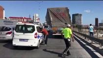 Devrilme Tehlikesi Geçiren Tırın Dorsesi Halatlarla Köprüye Bağlandı