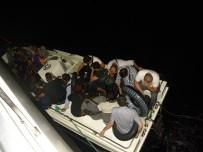 KAÇAK GEÇİŞ - İzmir'de 143 Kaçak Göçmen Yakalandı