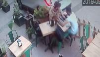 Kafede Oturan İki Gence Araba Böyle Çarptı