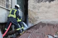 Karaman'da İki Apartman Arasında Çıkan Yangın Büyümeden Söndürüldü