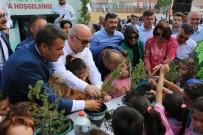 OSMAN HAMDİ BEY - Kocaeli'de Eğitime Başlayacak 4 Bin Öğrenciye Fidan Dağıtıldı