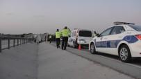 Konya'da Kamyonet Devrildi Açıklaması 1 Yaralı