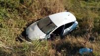 YAĞ FABRİKASI - Otomobil Sazlığa Uçtu Açıklaması 1 Yaralı
