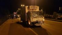 (Özel) Yakıtı Biten Otomobili İten Gençlere Kamyonet Çarptı Açıklaması 2 Yaralı