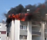Çatı Katında Çıkan Yangını İtfaiye Ekipleri Söndürdü