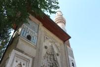 Orta Asya Çadır Geleneğinin Örneği Açıklaması 'İnce Minareli Medrese'