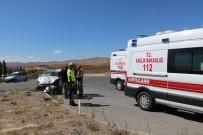 Sivas'ta Otomobiller Çarpıştı Açıklaması 6 Yaralı