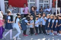 Birinci Sınıf Öğrencilerini Güllerle Karşıladılar