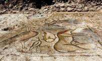 'Cennet Sahnesi'nin Yer Aldığı Mozaik, Defineciler Tahrip Etmeden Taşındı
