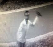 İÇKİ ŞİŞESİ - Güvenlik Kamerasına İçki Şişesi Fırlatan Şahıs Gözaltına Alındı