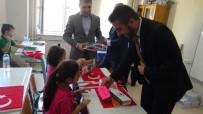 Milli Bilinci Aşılamak İçin Birinci Sınıf Öğrencilerine Bayrak