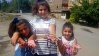 Minik Eller Dar Gelirli Öğrenciler İçin Stant Kurdu