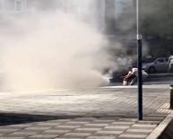 (Özel) Patlamaların Yaşandığı Aracı Yangın Tüpüyle Söndürmeye Çalıştı